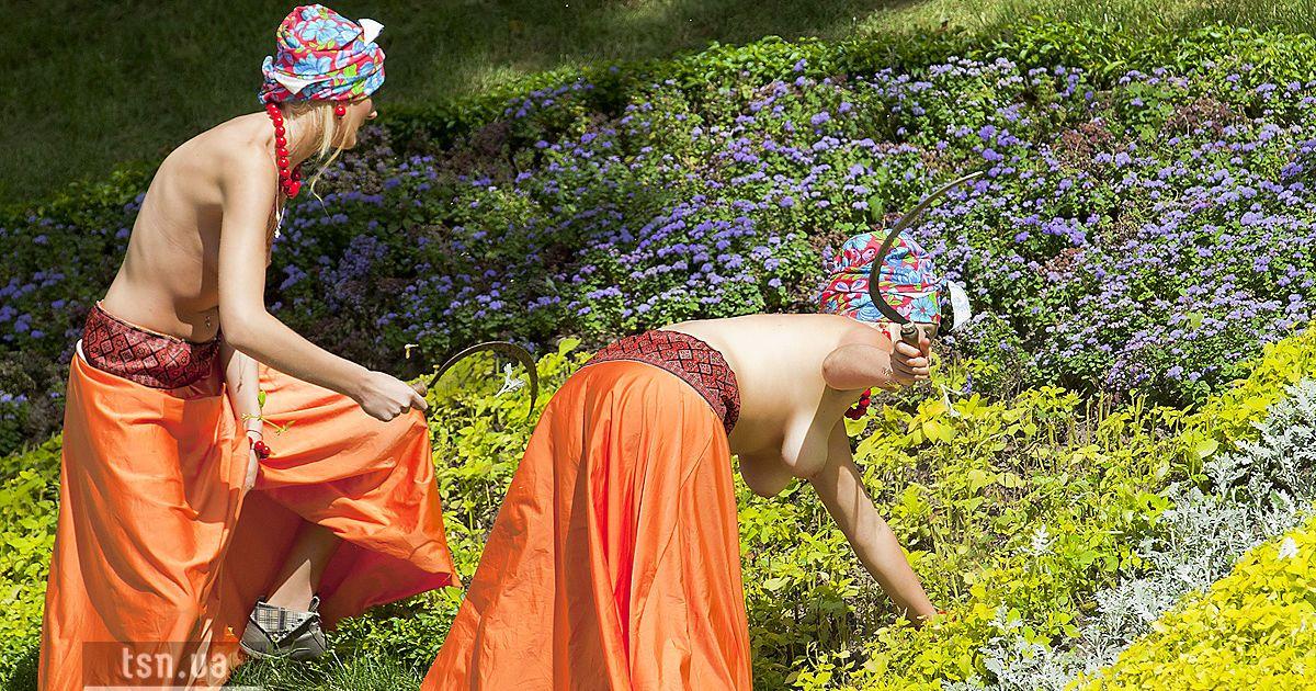 """Акція FEMEN """"День залежності"""""""