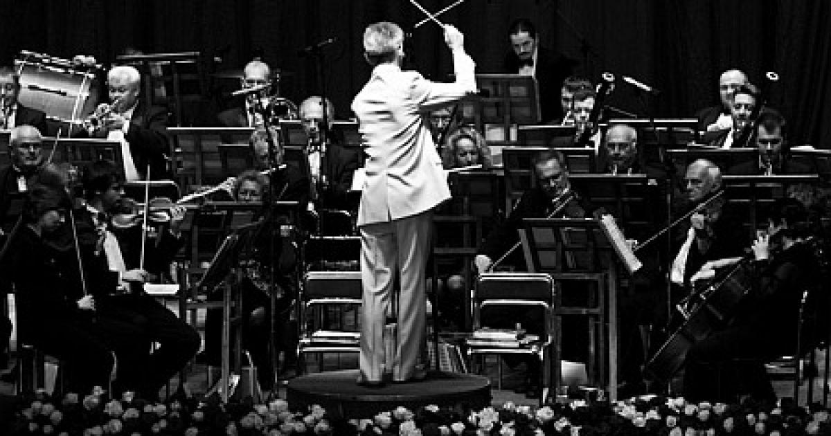"""Після цього під """"Онєгінський"""" полонез Чайковського на паркет вийшли дебютанти балу. @ Main People"""