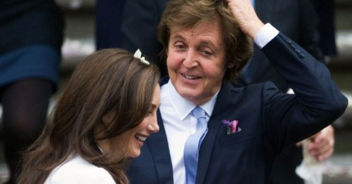 У центрі Лондона пройшла весільна церемонія легендарного учасника гурту The Beatles, сера Пола Маккартні і американки Ненсі Шевелл. @ AFP