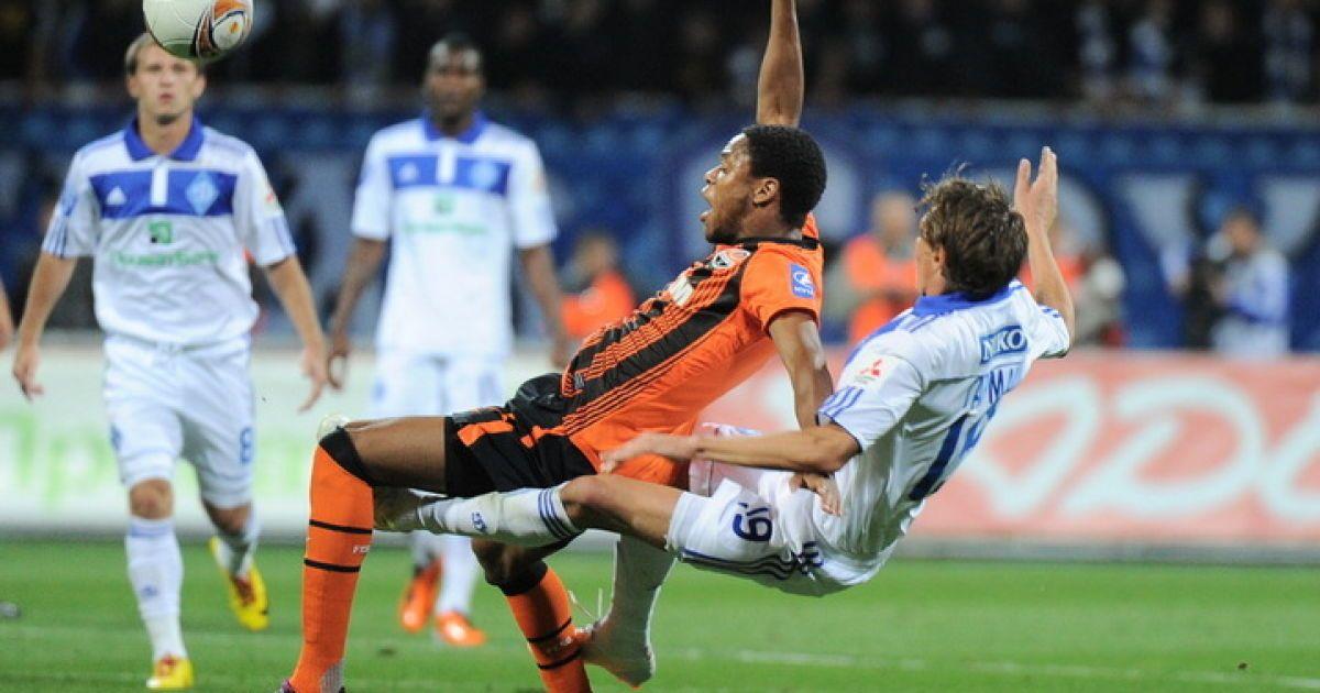 Чоловіча боротьба за м'яч між Адріано і Гармашем. Дубль 2 @ shakhtar.com