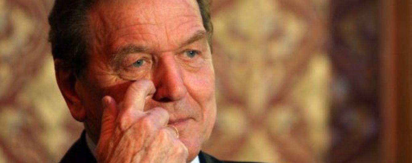 "Экс-канцлер Германии Шредер попал в базу ""Миротворца"". Берлин возмущен"