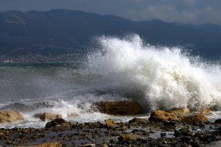 Тело смытой штормом в Алуште россиянки выбросило на пляж Ялты