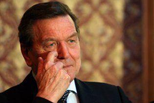 """Екс-канцлер Німеччини Шредер потрапив до бази """"Миротворця"""". Берлін обурений"""