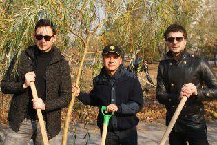 У Києві зірки та чиновники посадили унікальний вербовий гай