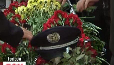 Семьи погибших милиционеров в Одессе получат по 10 тысяч гривен