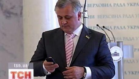Как депутаты умеют завязывать галстук?