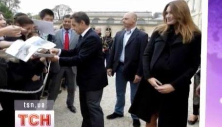 Николя Саркози и Карла Бруни позировали для туристов
