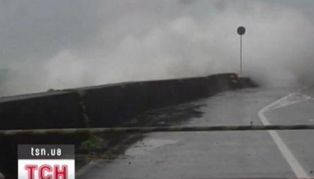 """Сильні хвилі, зсуви та підтоплення - приніс Японії тропічний тайфун """"Талас"""""""