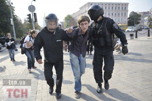 """У центрі Києва Беркут """"пакує"""" студентів у автозаки_4"""