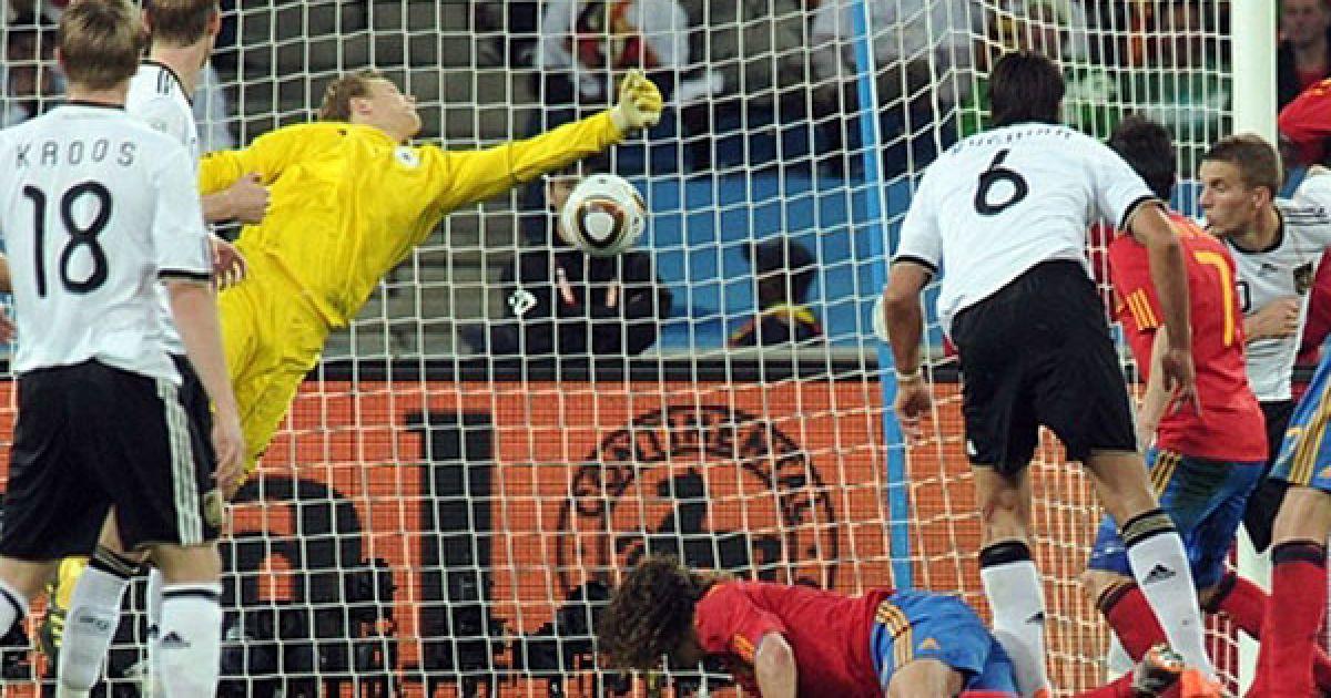 Єдиний гол у ворота Німеччини на 73-й хвилині гри з кутової подачі забив Карлос Пуйоль. @ AFP
