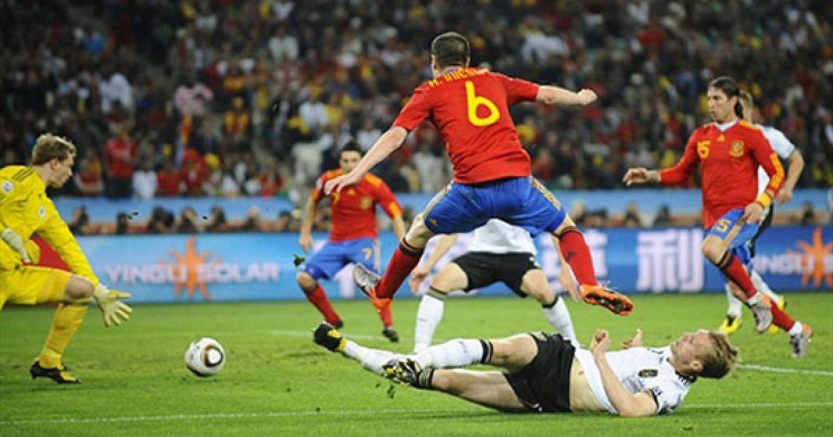 Іньєста атакує ворота Німеччини @ AFP