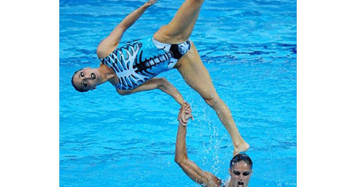 Угорщина, Будапешт: Команда Іспанії виконує вільні вправи під час фіналу чемпіонату Європи з плавання у Будапешті. @ AFP