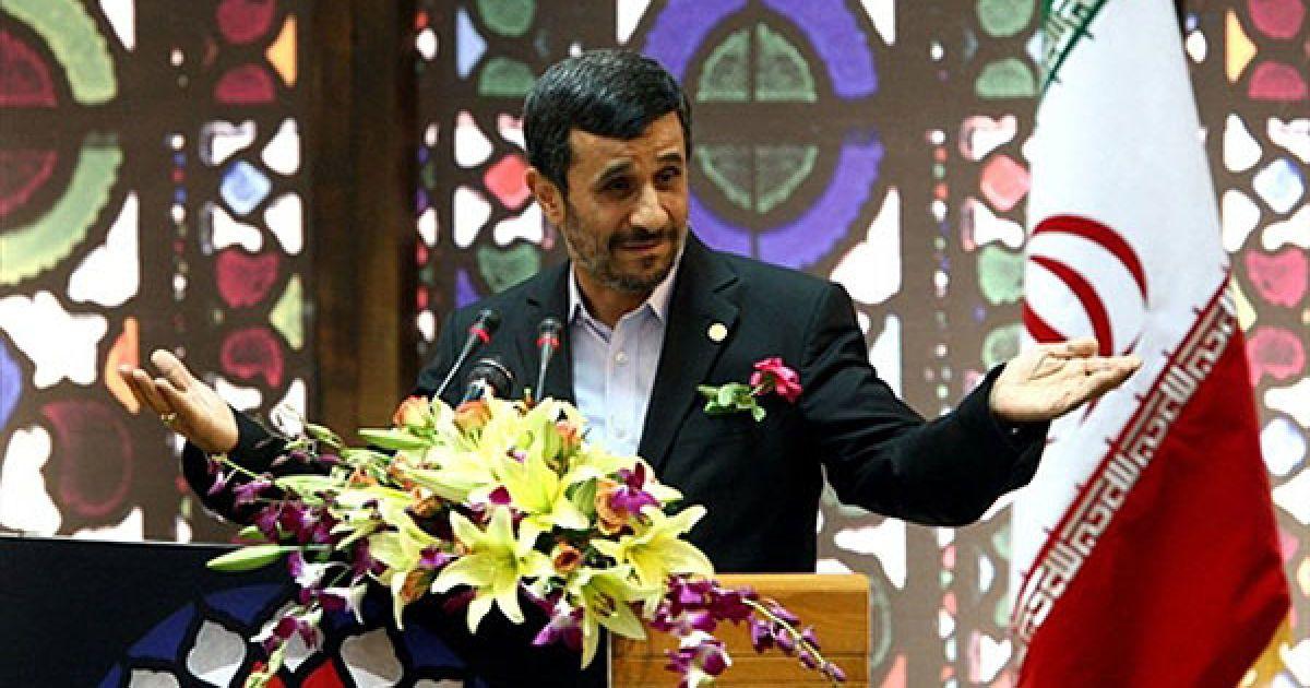 Іран, Тегеран. Президент Ірану Махмуд Ахмадінежад звернувся до іранців, які живуть за кордоном, з телевізійною промовою, під час якої заявив, що він готовий до переговорів віч-на-віч зі своїм американським колегою Бараком Обамою. @ AFP