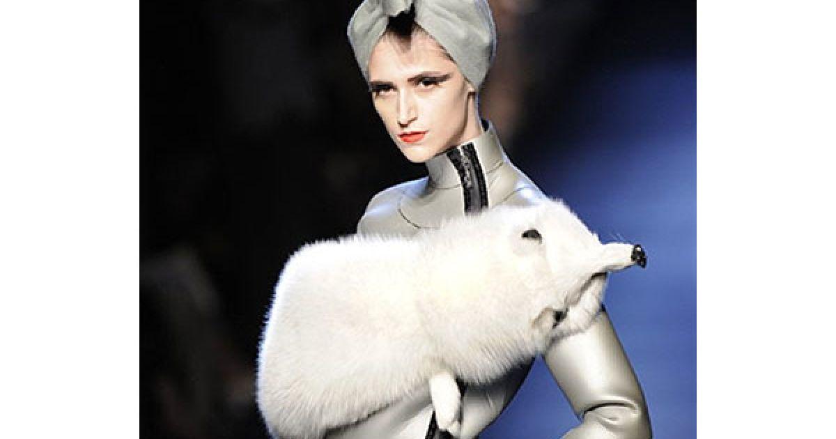 На Тижні високої моди у Парижі відбувся показ колекції Жан-Поля Готьє сезону осінь-зима 2010/2011 @ AFP