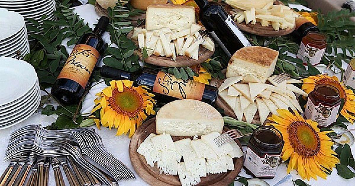 Магазин від Стінга і Труді буде продавати оливкову олію, вино, мед і салямі, виготовлені зі спеціальної свинини місцевого походження. @ Socialite Life