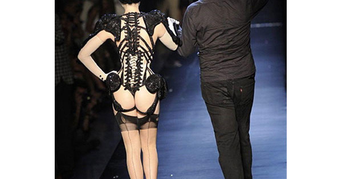 Кутюрьє Жан-Поль Готьє показав у Парижі нову колекцію сезону осінь-зіма 2010/2011. @ AFP