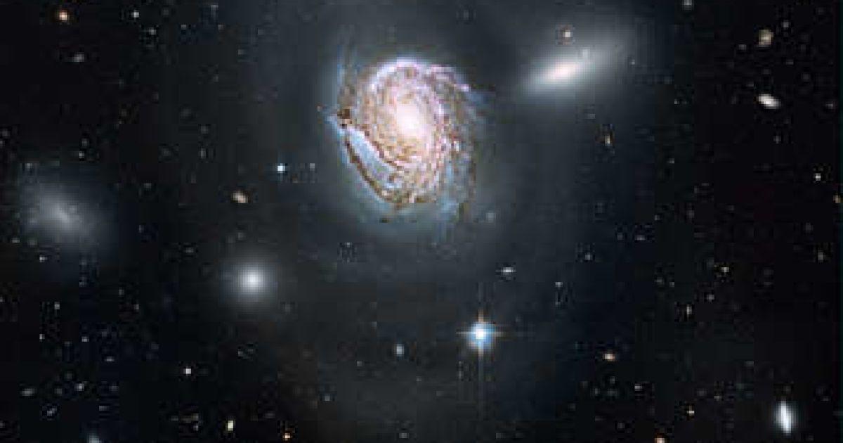 hubble galaxy collision - 900×552