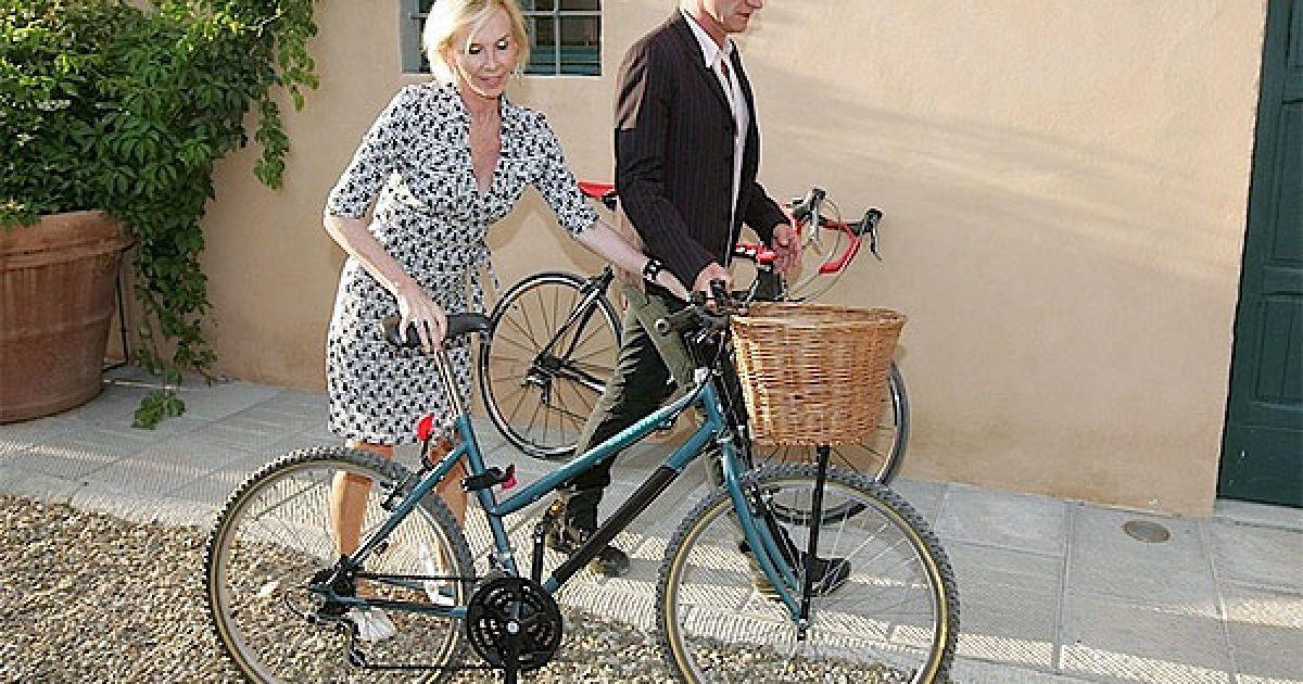 Співак Стінг з дружиною Труді Стайлер відкрили в Італії продуктовий магазин під назвою Тенута іль Паладжіо (Tenuta il Palagio). @ Socialite Life