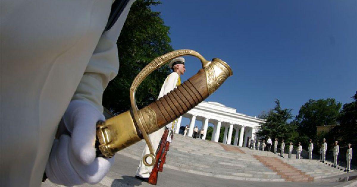 Почесна варта на Графській пристані. @ PHL.com.ua
