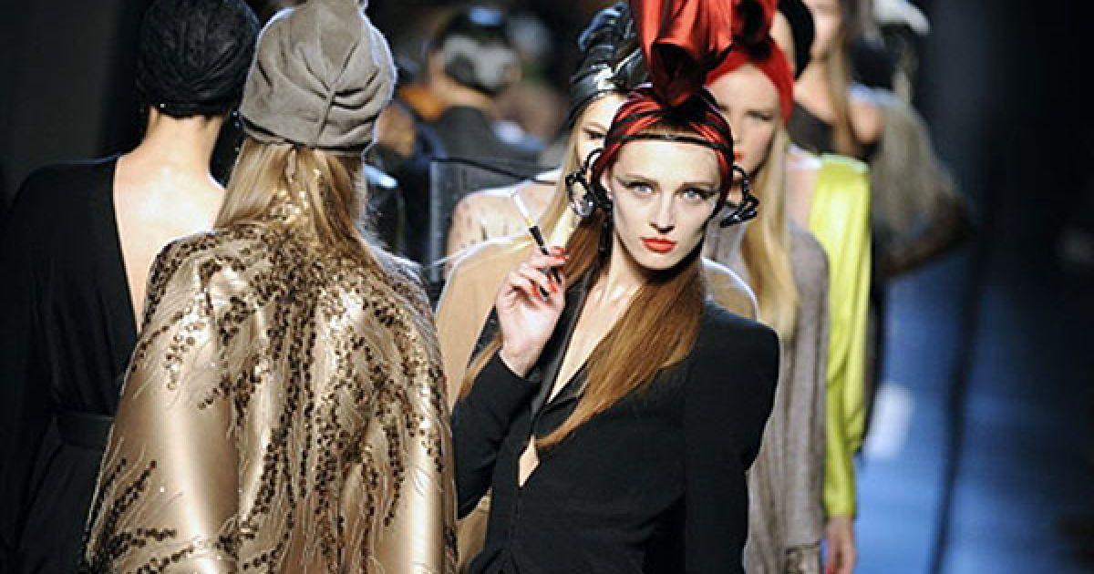"""Жан-Поль Готьє спробував у своїй колекції створити образ """"нової"""" парижанки @ AFP"""