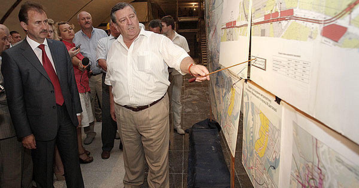 В.о. голови КМДА Олександр Попов нагадав, що, відповідно до доручення уряду, будівництво станцій повинне бути завершене до кінця поточного року. @ КМДА