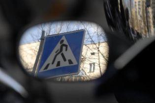 У Слов'янську кермувальниця на смерть переїхала чоловіка, який лежав на дорозі