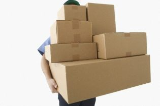 В Днепре разоблачили мужчину, который спрятался в деревянном ящике-посылке и ограбил другие отправления