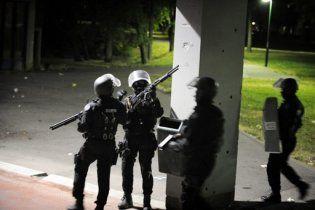 Во Франции вторую ночь продолжаются массовые беспорядки