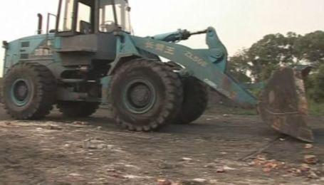 В Китае пьяный машинист погрузчика убил 11 человек