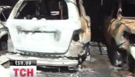 В Харькове на стоянке сгорели 11 автомобилей