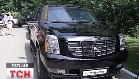 Патриарх Кирилл ездил в Киеве на крутом авто за миллион