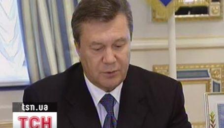 Янукович заверил Клинтон, что Украина и в дальнейшем будет сотрудничать с НАТО