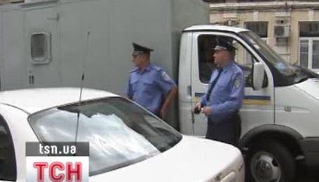 """Экс-заместителя главы """"Нафтогаза"""" под конвоем привели в суд"""