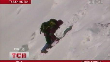 Украинских альпинистов никто не спасает