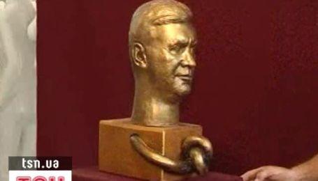 Луганский скульптор изобразил Януковича в виде Калигулы