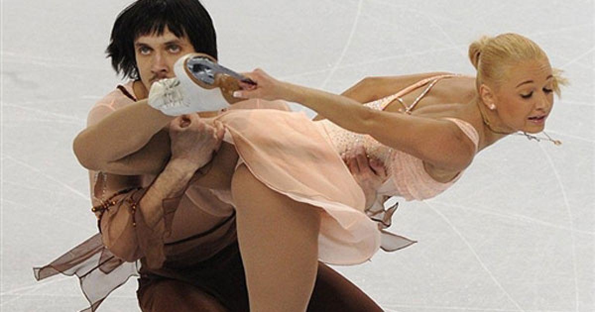 Посмотреть танцы без трусов на льду, очень много накончал видео
