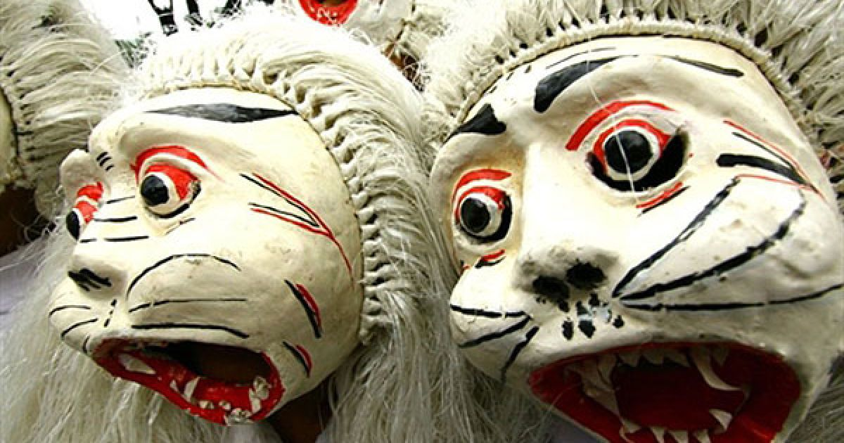 Індонезія, Маланг. Трайдиційний індонезійський фестиваль масок Топенг провели у Малангу (Східна Ява). Фестиваль проходить одночасно у різних регіонах Індонезії. @ AFP