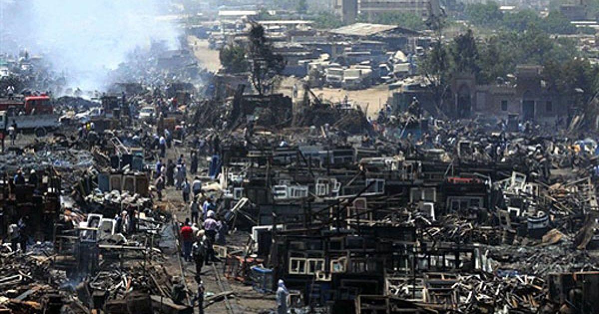Єгипет, Каїр. Знищений публічний ринок аль-Тунсі на півдні Каїру, також відомий як п'ятничний ринок. Трагедія сталась після того, як автомобіль впав з мосту поруч із ринком прямо на торгові ряди. Кілька працівників і відвідувачів ринку загнули, десятки людей отримали поранення. @ AFP