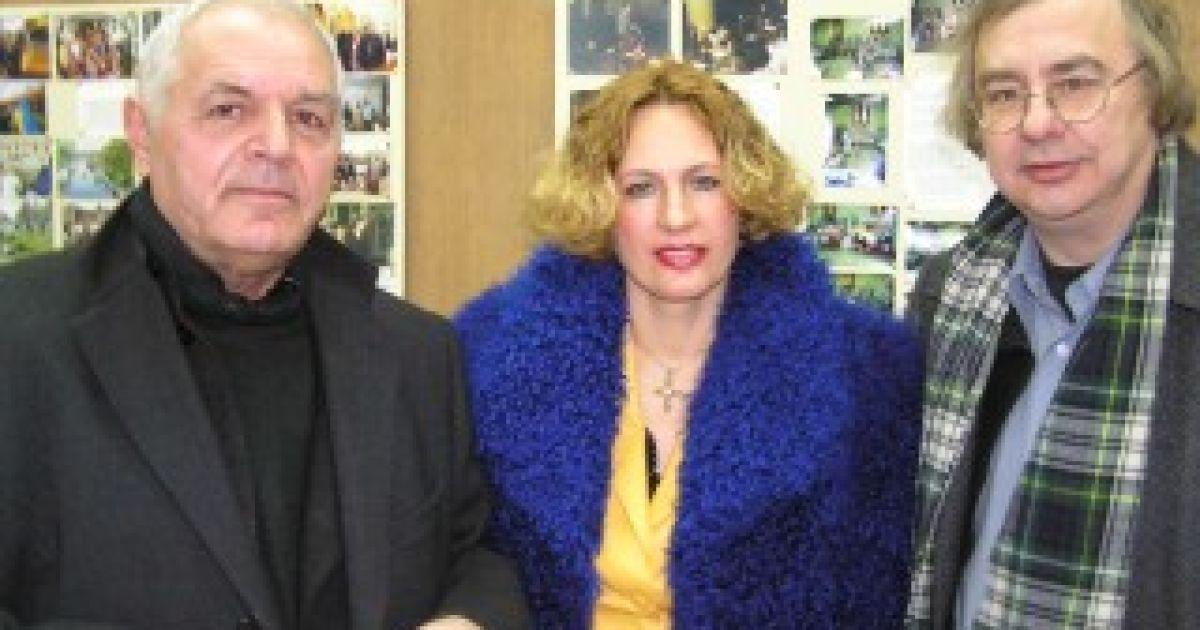 Юрій Іллєнко, Людмила Єфименко і Юрко Луговий, 2004 рік @ quebec-ukraine.com