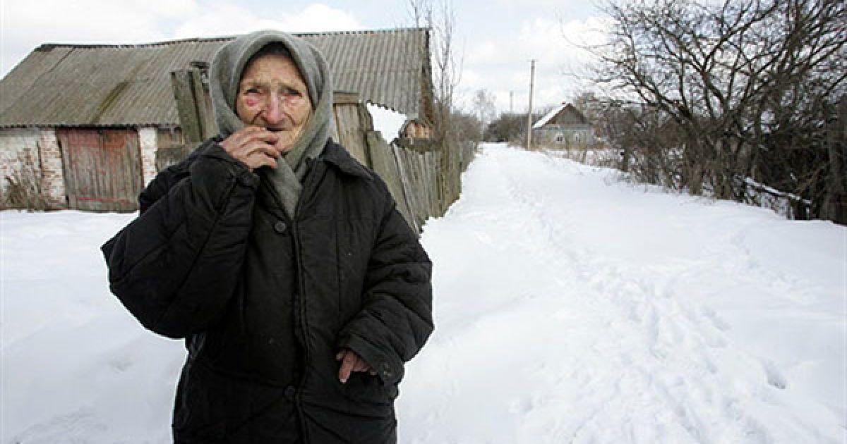 Україна, село Ільїнці, 30-км зона, 2006 рік. Зіна Гузенко, 93 роки. @ AFP