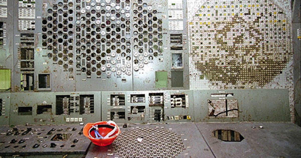 Україна, Чорнобиль. Панель управління зруйнованого четвертого енергоблоку на Чорнобильській АЕС у 1998 році. @ AFP