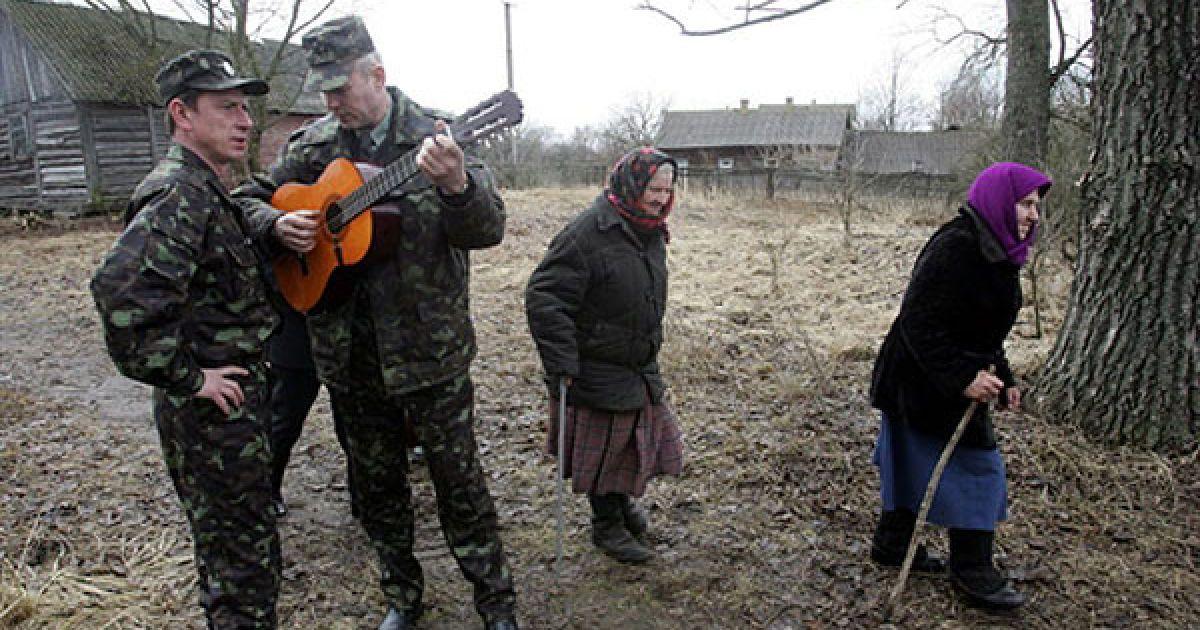 Прості розваги у селі Ільїнці. @ AFP