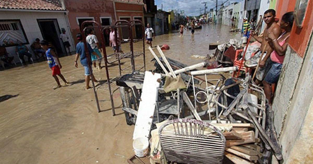 В результаті повені на північному сході Бразилії більш як тисяча людей вважаються зниклими безвісти. @ AFP