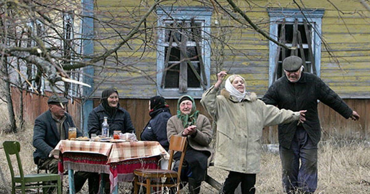 Білорусь, Тулговичі, 30-км зона. Все населення села Тулговичі у 2006 році. @ AFP