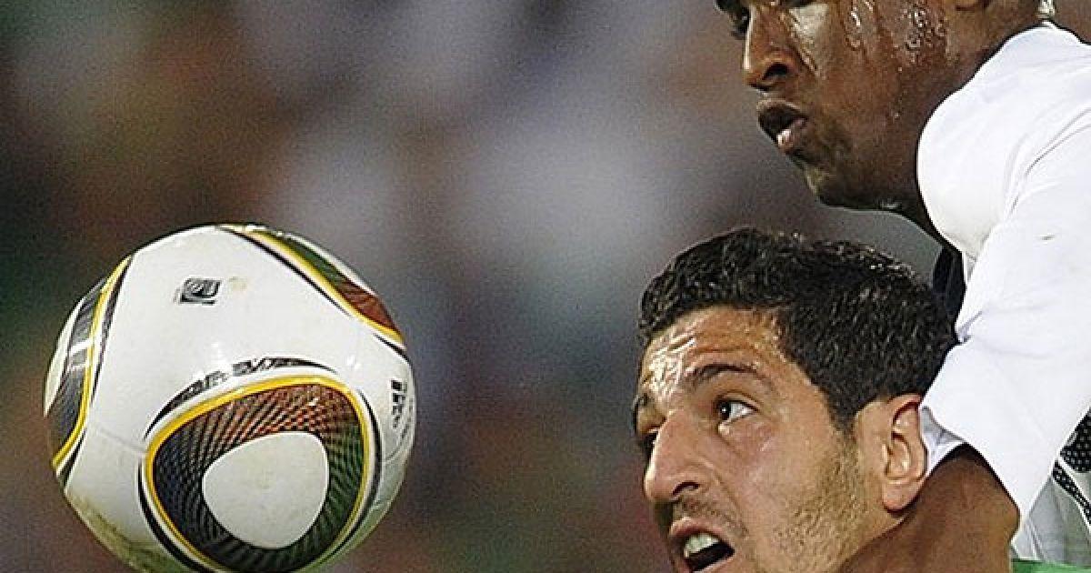 Баддл і Халліче гіпнотизують м'яч @ Getty Images/Fotobank