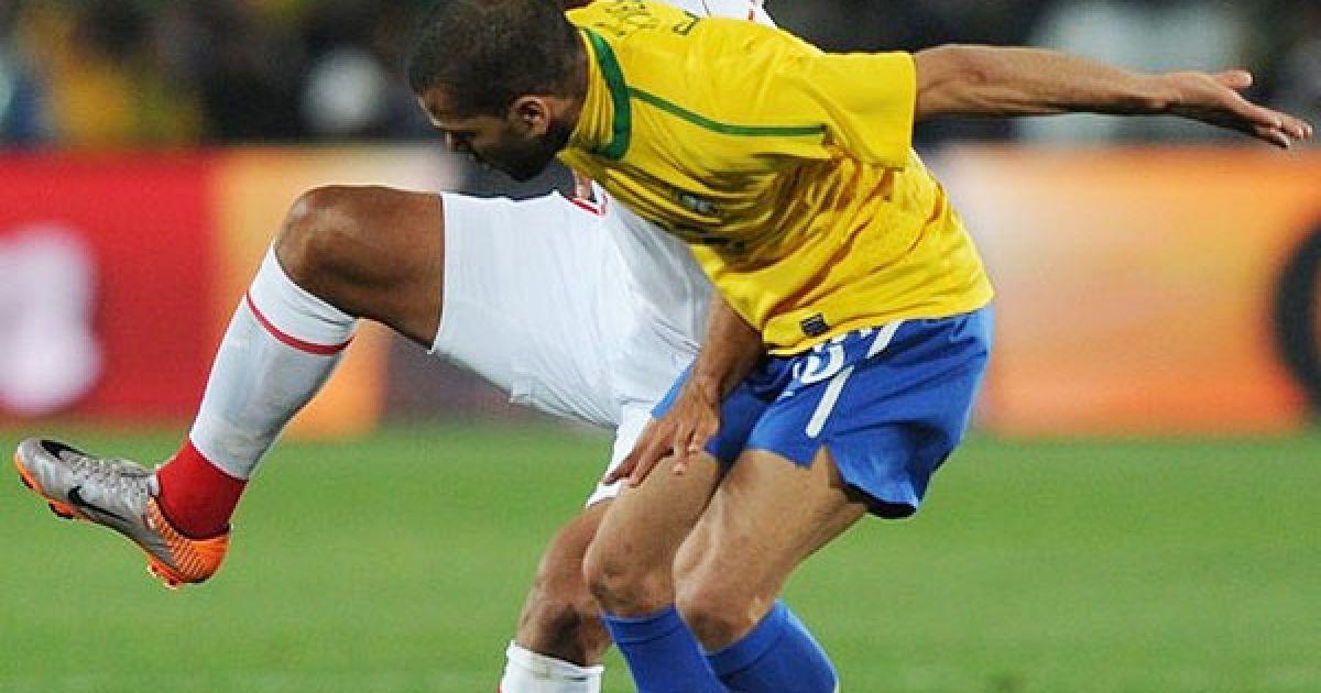 Бусежур і Алвеш ведуть боротьбу за м'яч @ Getty Images/Fotobank
