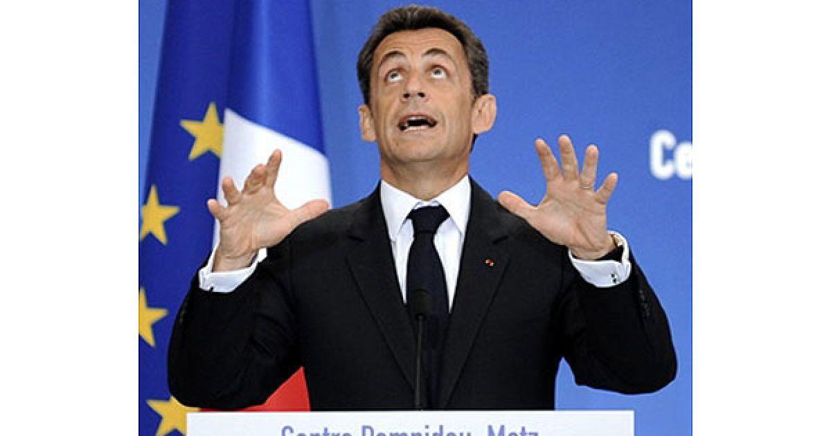 """Франція, Мец. Президент Франції Ніколя Саркозі виголошує промову на відкритті нової філії паризького Музея сучасного мистецтва """"Центр Помпіду"""". @ AFP"""