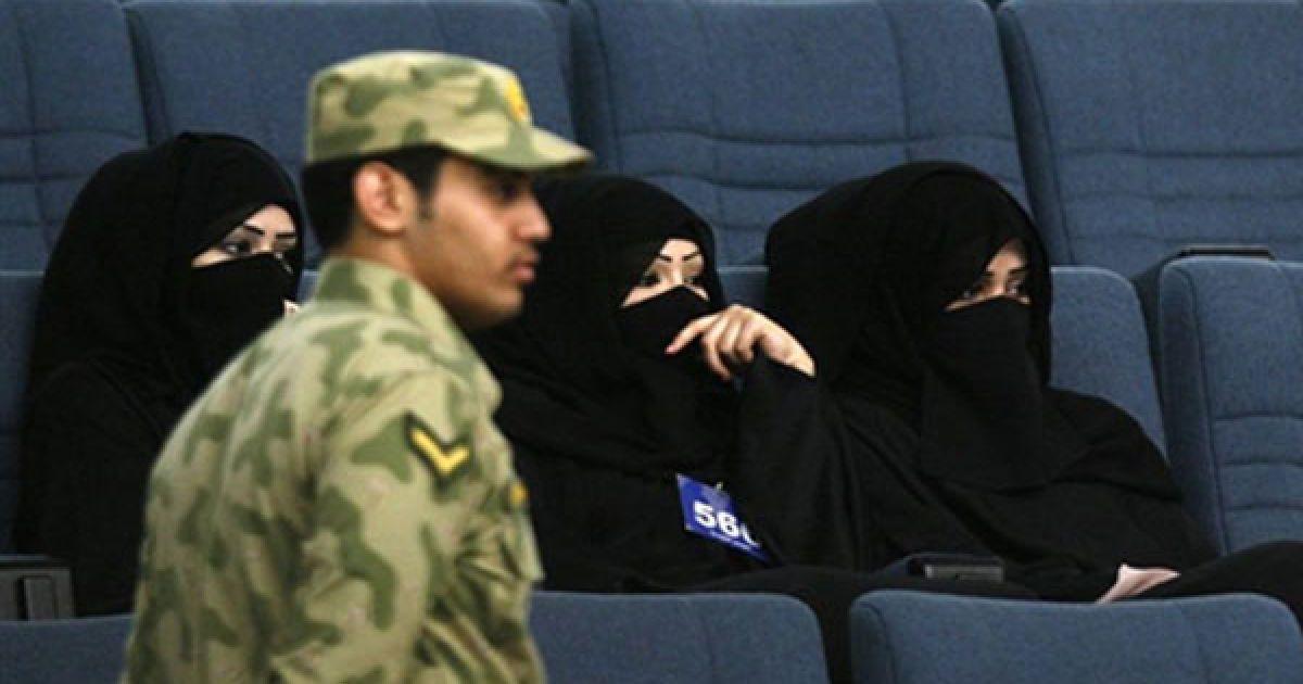 Кувейт. Кувейтські жінки у національному одязі відвідують парламентську сесію Національної асамблеї Кувейту. @ AFP