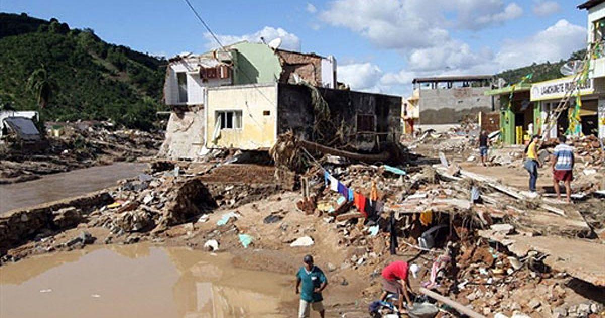 Через повінь було порушено транспортну систему регіону. @ AFP