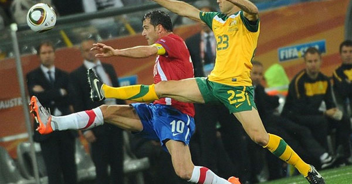 На стадіоні Мбомбела у Нелспрейті збірна Австралії перемогла Сербію з рахунком 2:1, але обидві команди залишили турнір. @ Getty Images/Fotobank